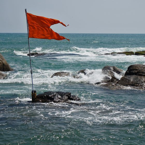 What Do Beach Warning Flags Mean Beach Pictures Friends Family Beach Pictures Beach Pictures