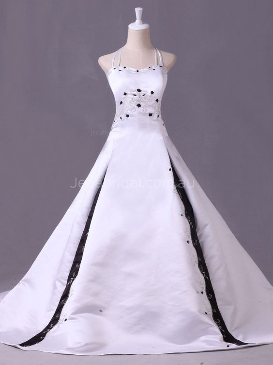 This #blackandwhiteweddinggown comes in halter neckline with double spaghetti shoulder straps. Featuring embroidery with silver beading work. Finished with corset closure. soft #gothicweddinggown