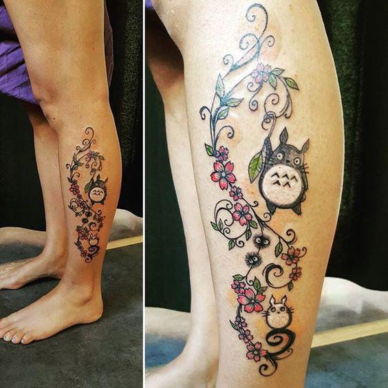 【imaginariumofees】さんのInstagramをピンしています。 《My first totoro 🙏 mon premier Totoro sur la jambe d'une amie qui m'a fée confiance à mes débuts ! Merci Candy 💙👍🙏 #tattoo #inked #instatattoo #girlwithtattoos #inkedgirls #ornemental #fineline #coloredtattoo #flowers #tatoftheday #totoro #totorotattoo #cherryblossoms #ghibli #legtattoo #cutetattoo #cheyenne #cheyennehawkpen #dynamicink #eternalink #imaginariumofees》