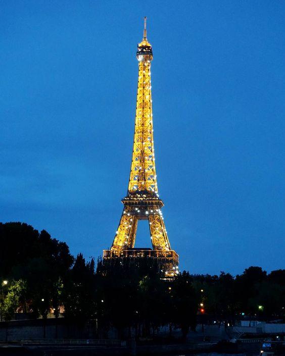 2015.08.26 #Paris 나 아직도 프랑슨데 왜 벌써 추억팔이람 이게뭐라고 그냥마냥 좋은 에펠탑 #exchangestudent#교환학생#파리#프랑스#eiffeltower#toureiffel#에펠탑#여행스타그램 by sohailey94