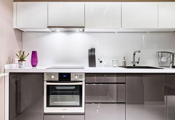 Graue Hochglanz Fronten Und Weiße Arbeitsplatte | Küche | Pinterest |  Kitchens