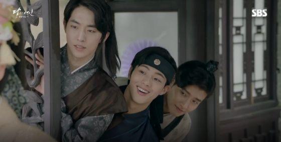 Fire meets water in Moon Lovers: Scarlet Heart: Goryeo » Dramabeans Korean  drama recaps in 2020 | Scarlet heart ryeo funny, Moon lovers, Moon lovers  drama