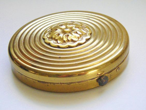 Vintage Powder Compact 40s by GrandVintageFinery on Etsy, $28.00