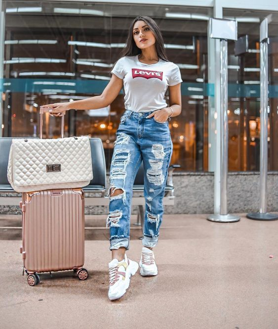 Calca Jeans Destroyed Tshirt Branca Levis E Tenis Branco Esportivo Aerolook Looks Para Aeroporto Looks E Popular Outfits Airport Outfit Fashion Outfits