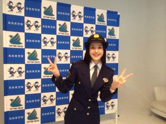 Wakana Matsumoto Twitter / wakana_ma: 敬礼は帽子を被っている時は右手をつばの辺りへ、帽子を被っていない時の敬礼はお辞儀なのだそうです。