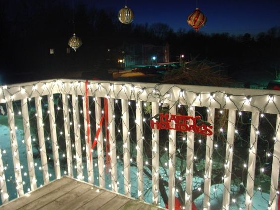 How To Decorate Your Small Apartment For Christmas - balcony