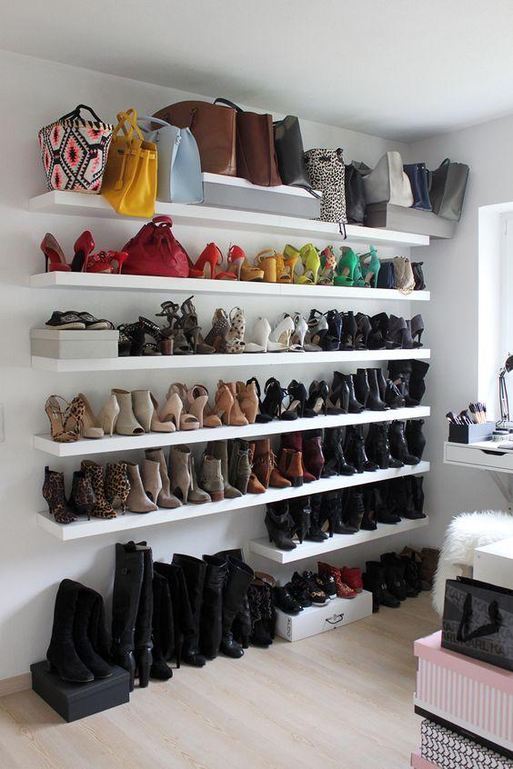 ankleidraum, wardrobe, closet, schrankraum, inspiration, interior, schuhe, schuhwand, stangenwand, kommode, expedit, ikea, pax, decoration