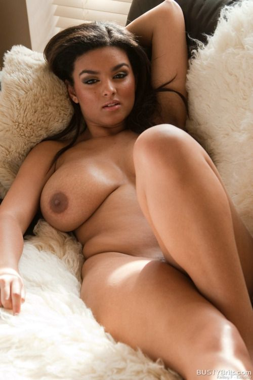 Beautiful ebony curves nude