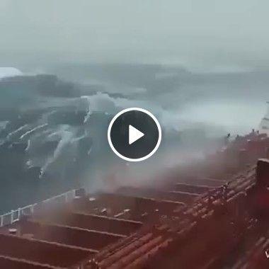Ciclone  abala tripulantes em navio.