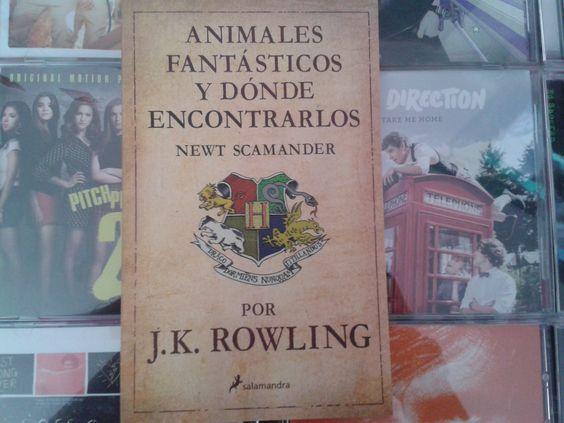 """""""Animales fantásticos y donde encontrarlos"""" escrito por J.K. Rowling:"""