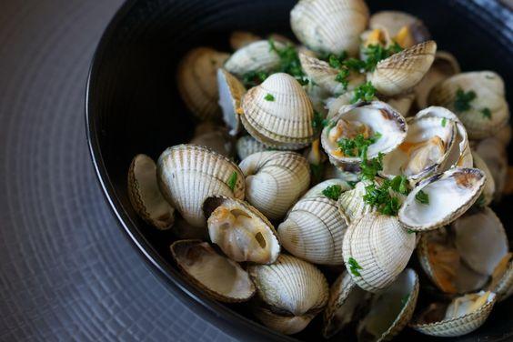 Coques marinières. Pour changer des moules.. La recette par Chef Simon.