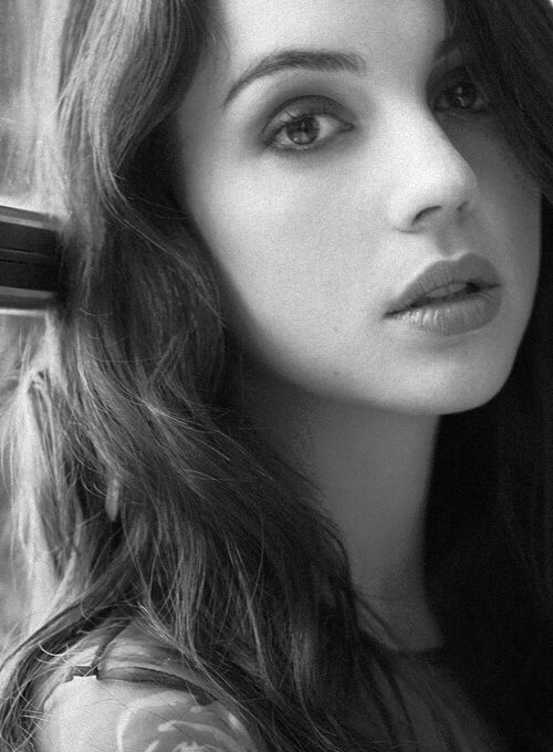 (FC:II Adelaide Kane) Hello my name is Mary. I'm from Carolina. I'm age 19. I am from caste 5. I love singing. I love sports although I don't have time to play them so I'm not very good. I am really looking for love.