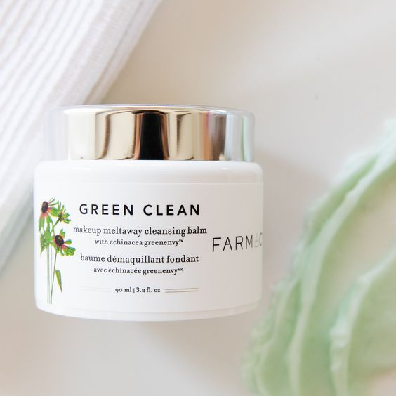 Quickly turning into my fav cleanser! Smells like sherbet too!! Green Clean 90ml