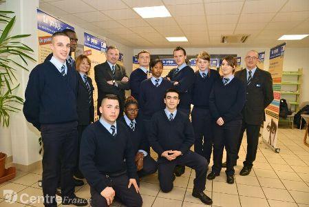 L'EPIDE accueille des jeunes en rupture sociale - publiée sur le Berry : http://www.leberry.fr/cher/actualite/2014/04/02/l-etablissement-militaire-epide-accueille-des-jeunes-en-rupture-sociale_1946133.html