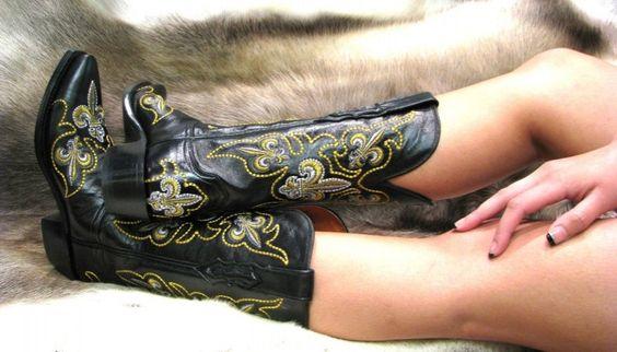 Love my fleur de lis boots!