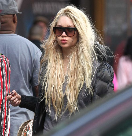 Hot Photoshoot of Amanda Bynes Walking Around NYC and Smoking a Joint