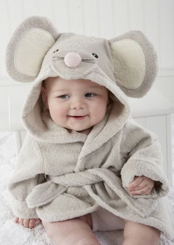 O.M.G! Maddie needs this!! mouse hooded terry robe http://rstyle.me/n/pwna6pdpe