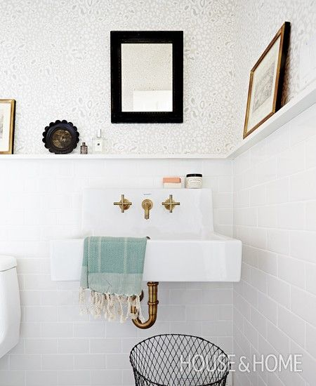 Using Ledges In Different Rooms | Photographer: Angus Fergusson | Bathroom By Suzanne Dimma