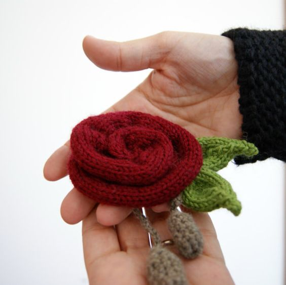 Red rose knitted brooch by knittingcate on Etsy, $12.00