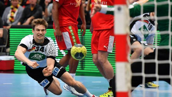 Europameister spektakulär in Form: Handballer begeistern gegen Dänemark