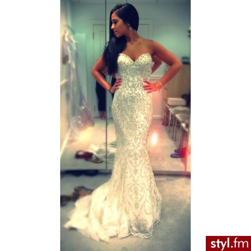 I need this! This is my ideal reception dress! Not too much poof, just form fitting and sexy! My babe will just have to deal with me getting 2 dresses.