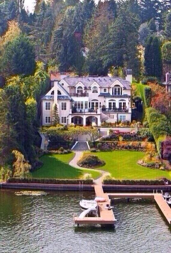 This is the exact kind of lake house I want.