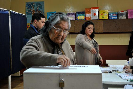 Con 85 años, última testigo del pueblo yagán votó en Puerto Williams