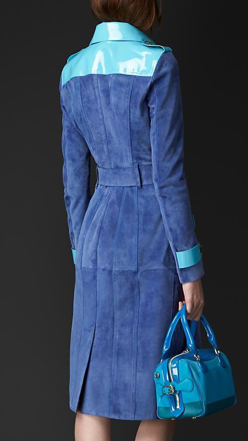 Azul marinho intenso Trench coat em camurça com acabamento envernizado - Imagem 2