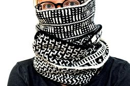 Loving the different black and white patterns in this knitted cowl. >> Ravelry: Bogolan pattern by Elizabeth Davis