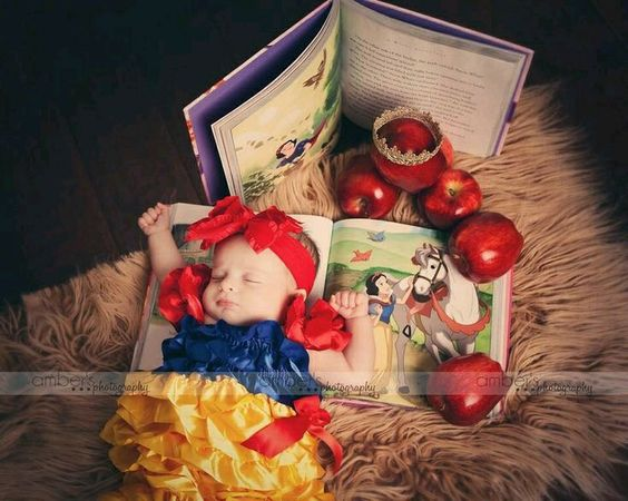 Snow White newborn photo.: