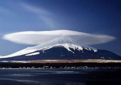 Lenticular clouds, technically known as altocumulus standing lenticularis, are stationary lens-shaped clouds that form at high altitudes, normally aligned at right-angles to the wind direction. Photo by Valuca.