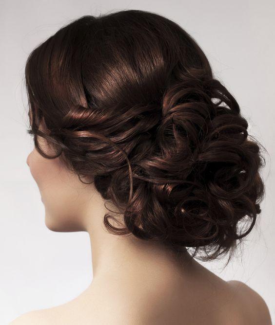 Peinados para novias con el pelo rizado