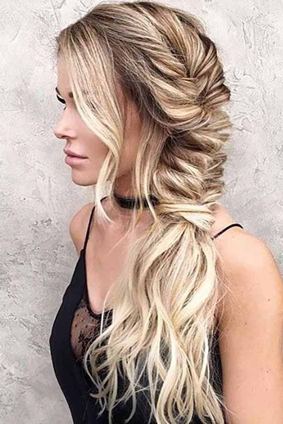 Lange Haarmodelle Holen Sie Sich Diesen Kurzen Aschbraunen Elfen Mit Goldbraunen Und Naturlich Blonden Akzenten Party Hairstyles For Long Hair Easy Hairstyles For Long Hair Long Hair Styles