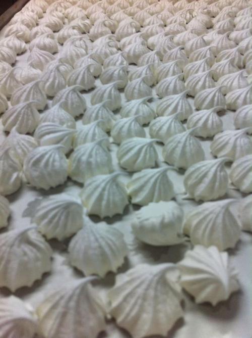 Vai fazer um merengue??? compre nosso mini suspiro!!! POLOS paes e doces