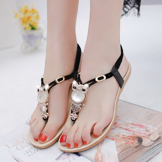 2020 Sandalet Modelleri Siyah Parmak Arasi Baykus Figurlu Tokali Sandalet Topuklular Bayan Ayakkabi