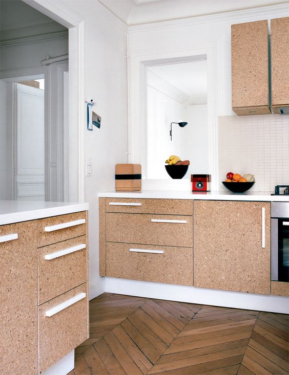 Love the use of cork and white hardware. | Archi : Aggloméré sur www.milkdecoration.com: