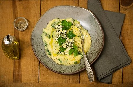 Polenta com espinafre e gorgonzola