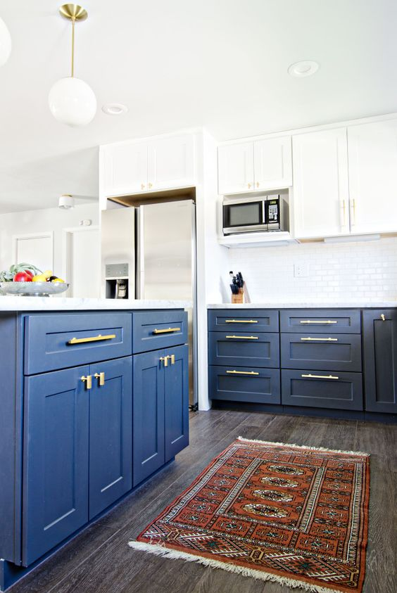 Gorgeous navy blue on lower cabinets dresses up a white cabinet and