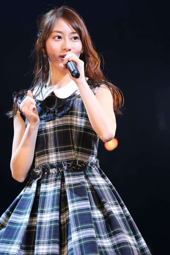 ステージで歌う桜井玲香のかわいい画像
