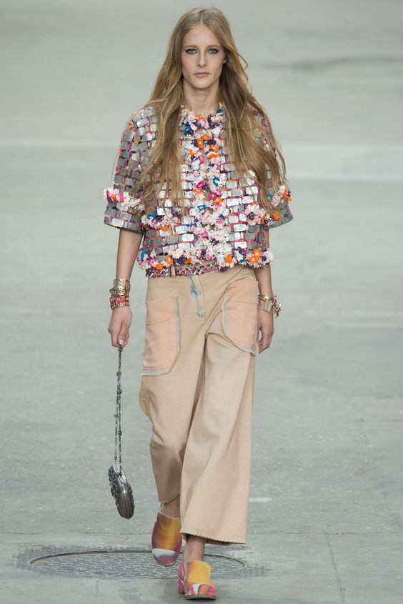 See the complete Chanel Spring 2015 Ready-to-Wear collection.