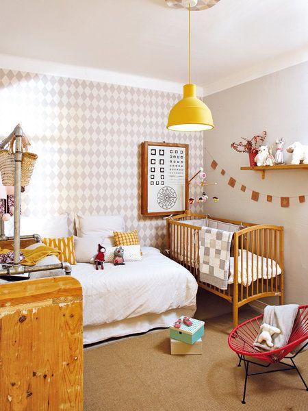 Dormitorio infantil con cuna y cama