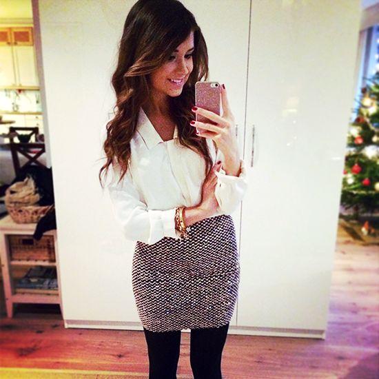stilvolle Outfits zu Weihnachten   moderne Hose und schwarze Bluse