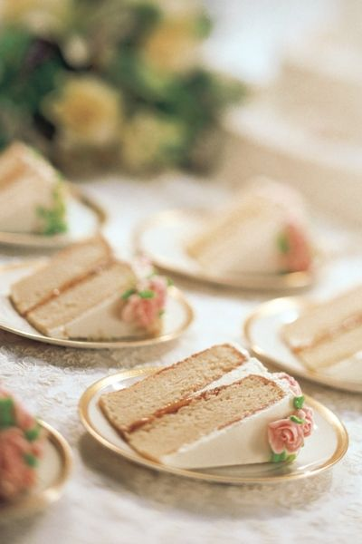 slices of wedding cake with rosebud detail - so pretty