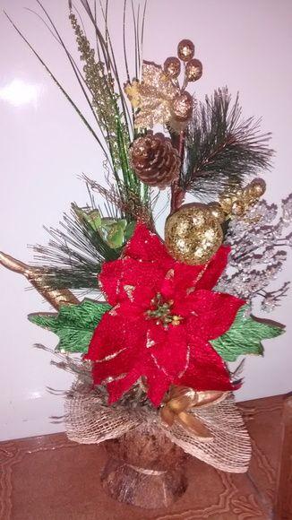 Cachepô natalino feito com coco recortado e envernizado,bico de papagaio,juta importada,bolas e diversas sementes da natureza secas envernizadas ou pintadas.festão importado. R$ 85,00