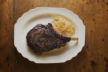 #Ozersky makes one think twice about eating in a #steakhouse outside of NYC