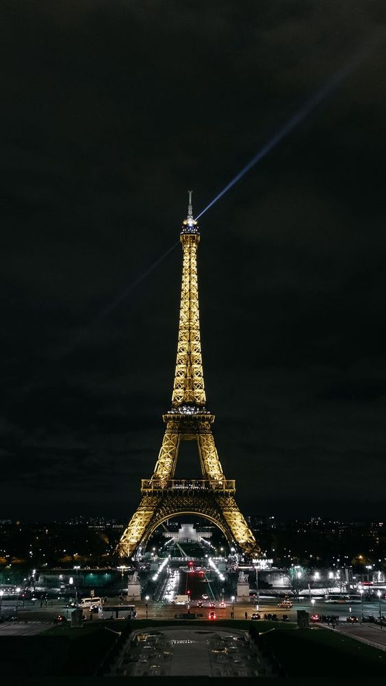 Beautiful Couples Searching Dating Flint Eiffel Tower Photography Eiffel Tower Paris Wallpaper Iphone