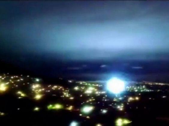 """""""Flash lumineux avant et après le séisme de Mexico"""""""