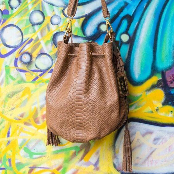 Se a sua mãe é antenada, ela merece a bolsa da temporada!  GBX 798 RT - R$ 449,90 #amordemaemrcat #mrcatoficial #bags