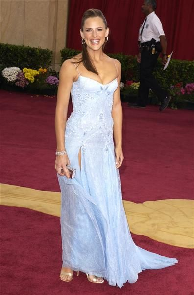 Check out Jennifer Garner's glamorous mom's style throughout the years on Wonderwall! http://on-msn.com/MDMIRW