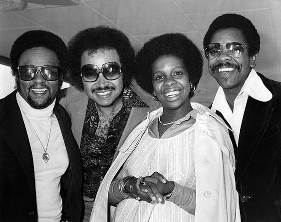 Gladys Knight And The Pips L R Edward Patten William Guest Gladys Knight And Merald Bubba Knight Circa 1973 Gladys Knight Female Rappers Black Music